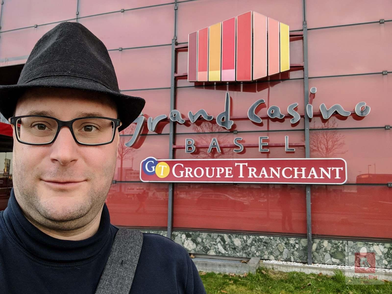 Selfie vor dem Casino Basel