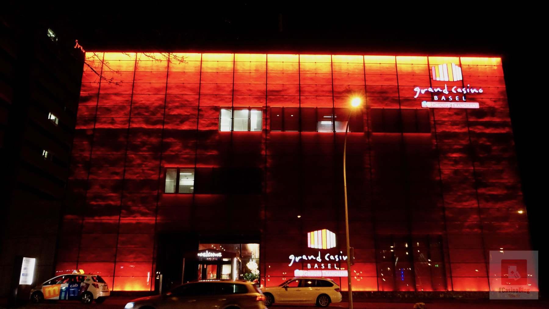 Casino von vorne bei Nacht