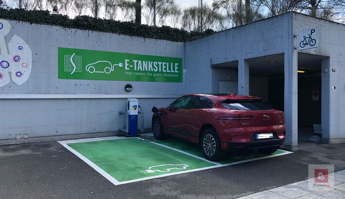 Parkplatz für eAutos beim Casino Pfäffikon